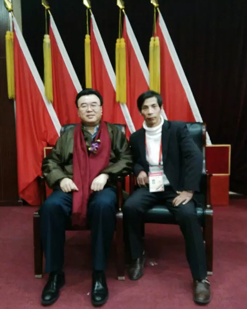 邵斌和中国硬笔书法协会主席张华庆在人民大会堂宾馆合影留念