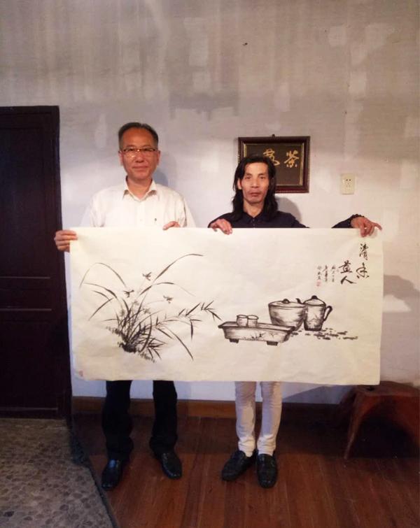 """花鸟画名家邵斌和""""一带一路中华文化走出去""""全球艺术巡展总策划沈祖宏先生交流合影"""