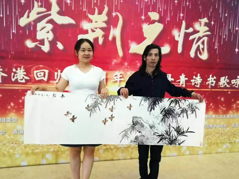 花鸟画名家邵斌 展示国画《春韵》