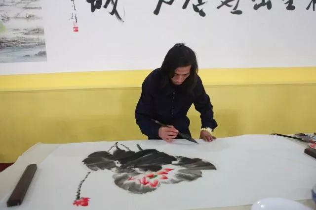 邵斌老师创作花鸟画《连年有余》