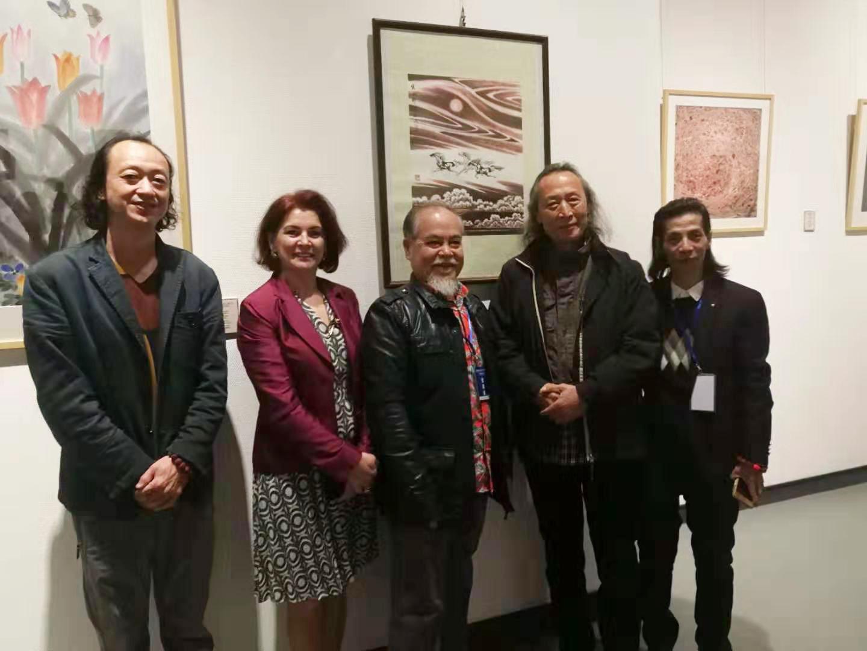 画家邵斌与来自世界各地的艺术友人留影